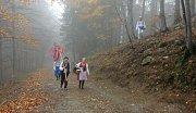 Recesistické sdružení Všehoschopní z Hustopečí v krojích dobyli Lysou horu.
