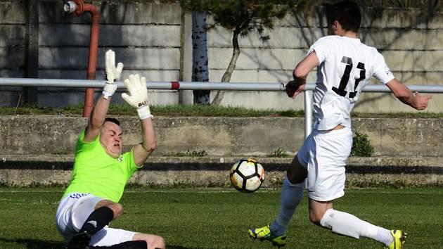 Za fotbalisty Lanžhota se při jarní premiéře trefil hned dvakrát útočník Pavel Dovhanyuk (na snímku).