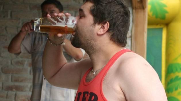 Milovníci piva ve Staré Břeclavi