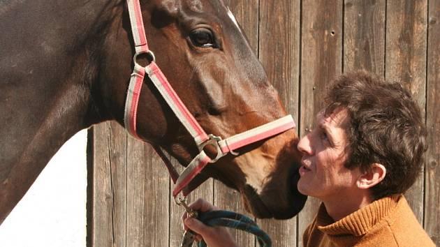 Rakvický rodák Pavel Průdek, se už víc než třicet let věnuje trénování koní.