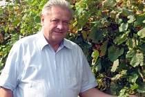 Pětašedesátiletý Josef Vrátil je jednou z hlavních tváří starovického vinařství Bohemia Canopus Morava. Je ženatý a vede rodinnou firmu, která vznikla v roce 2004.