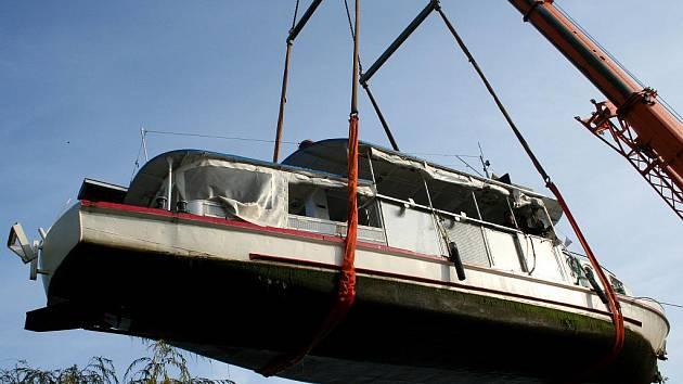 ILUSTRAČNÍ FOTO: Převoz lodi Věstonická Venuše.