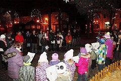V Břeclavi si přišlo zazpívat koledy kolem sedmdesáti lidí.