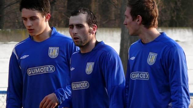Třetiligoví fotbalisté Břeclavi Radek Sasín, Jakub Dobšíček a Tomáš Pospiš. Dva z nich se proti Třebíči trefili.