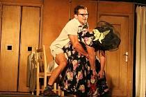 Dvě hodiny bavili v neděli večer známí herci zaplněnou zámeckou jízdárnu v Lednici.