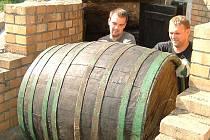 Bratři Korábovi začali s podnikáním ve vinařství před šesti lety. Podařilo se jim zachránit rodinný vinohrad.
