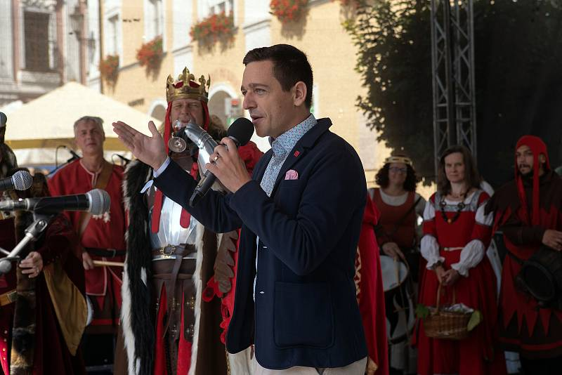 Pálavské vinobraní průvod a podium