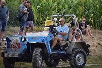 V Podivíně měli sraz majitelé továrních i doma vyrobených traktorů