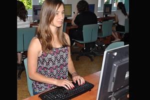 Adéla Čermáková je druhá v republice v programu pro psaní všemi deseti.