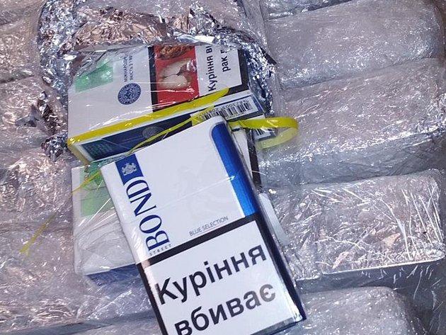 Celníci na D2 zajistili nezdaněné cigarety v hodnotě 70 tisíc korun.