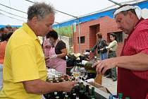 Desítky lidí přijely v sobotu do Moravské nové Vsi za tradičními dobrotami a vínem.