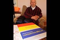 Břeclavský sportovní historik Ladislav Klim vydal knihu o dějinách břeclavského Sokola a Lokomotivy.