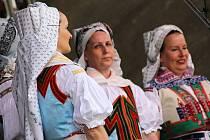 Den lidových řemesel v Moravské Nové Vsi nabídl příchozím v úterý bohatý program. Včetně jarmarku, vystoupení folklorních souborů či ochutnávky vín.