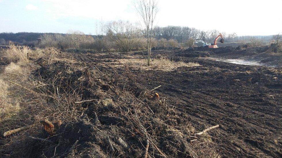Nové mokřady s pěti tůněmi vznikají v lokalitě Na Loukách u Valtic.