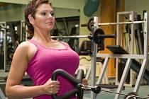 Zdeňka Frýbertová z Hustopečí se snaží pomáhat dětem. Její vášní je cvičení fitness.