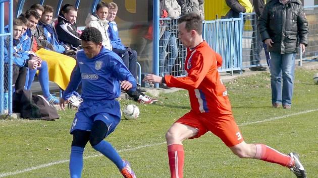 Břeclavští fotbalisté (v modrém) - ilustrační foto.