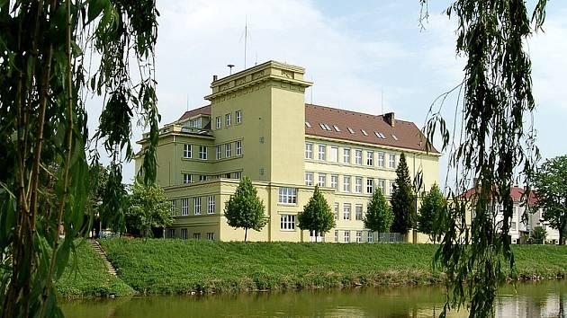 Budova Střední průmyslové školy E. Beneše a obchodní akademie Břeclav.