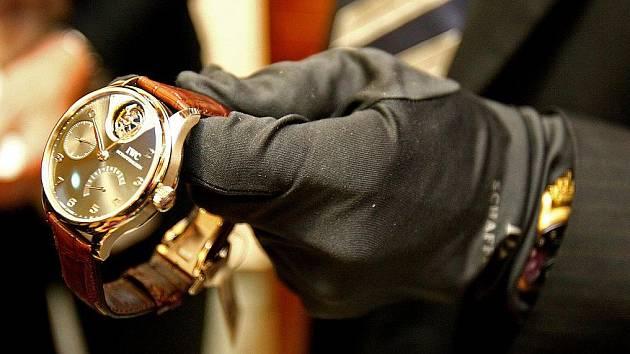 ce96fdfb8fc Z domu vzal hodinky i zlaté šperky. Způsobil škodu skoro čtvrt ...