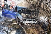 K dopravní nehodě s následným požárem osobní auta značky Opel vyjížděli ve čtvrtek 21. února odpoledne profesionální hasiči z Mikulova.