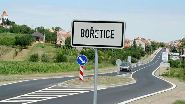 Bořetičtí se mohou chlubit novým průtahem obcí.