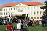 Hradologie v zámeckém parku ve Valticích nabídla multižánrový hudební program.