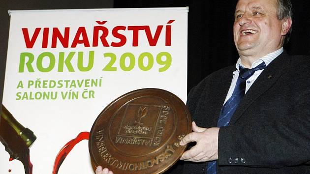 Vinařstvím roku 2009 se stal v pražském Divadle Hybernia Vinselekt Michlovský a.s.. Ocenění přebral zakladatel vinařství Miloš Michlovský.