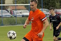 Jaroslav Holešínský, kapitán fotbalistů Lednice, se stal fotbalistou okresu za rok 2014.