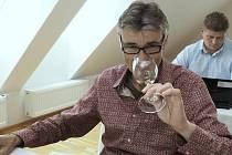 Šampionem mezinárodní soutěže vín Festwine se stalo Chardonnay, pozdní sběr 2013 z žižkovského Vinařství Maděřič. Odborná porota je hodnotila v úterý a ve středu v Ekocentru Trkmanka ve Velkých Pavlovicích. Nechyběl v ní ani vinař Radomil Baloun.