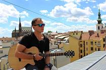 Pepe Vališ z valtické kapely Irnis se věnuje i sólové tvorbě.