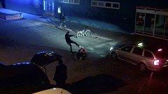 V brutální útok vyústila hádka dvou mužů před barem v břeclavské městské části Charvátská Nová Ves.