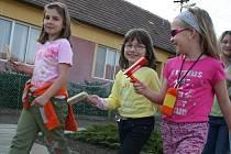 V Hlohovci bylo po mši na Zelený čtvrtek velmi rušno. Zatímco dospělí se z kostela odebrali domů, dětem začala zábava.