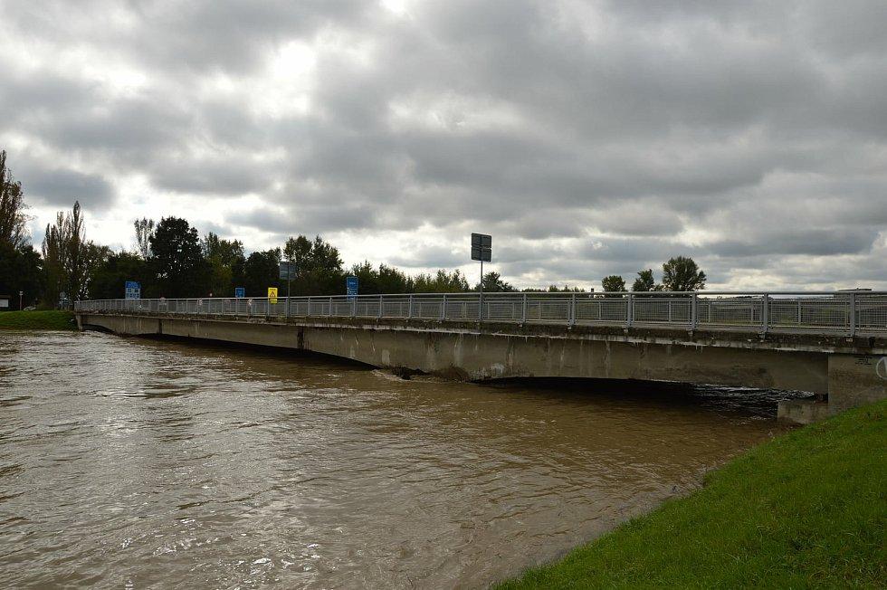 Morava v Lanžhotě dosáhla ve čtvrtek odpoledne třetího stupně povodňové aktivity.