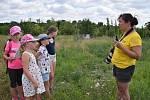 Sedmatřicet dětí z České republiky a Slovenska se zapojilo do projektu Sysli pro krajinu, krajina pro sysly. Poznávat přírodu a zvířata v našich zeměpisných šířkách se nyní učí ve Velkých Pavlovicích.