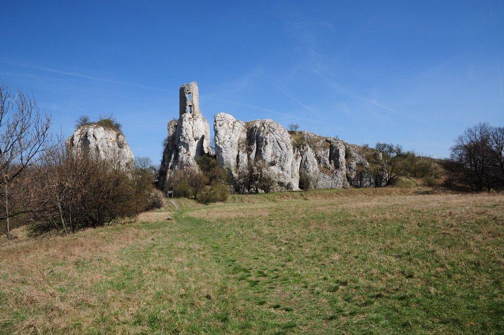 Zřícenina středověkého Sirotčího hradu.