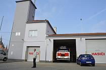Po třech měsících oprav vyjíždí poštorenští hasiči z důstojné zbrojnice.