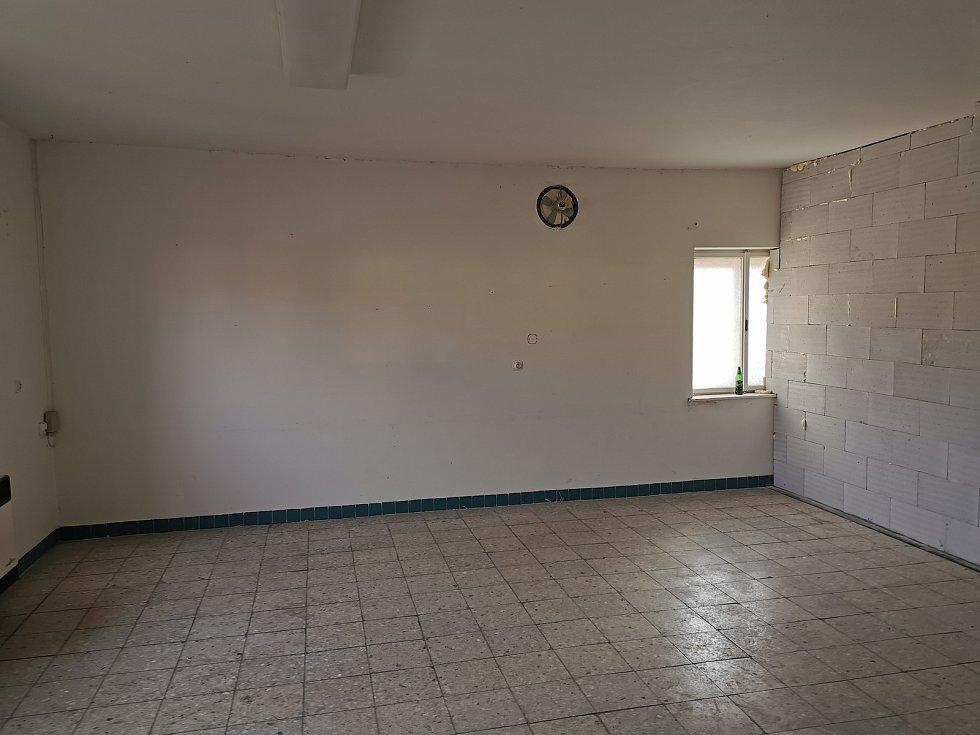 Vyklizený původní sál.