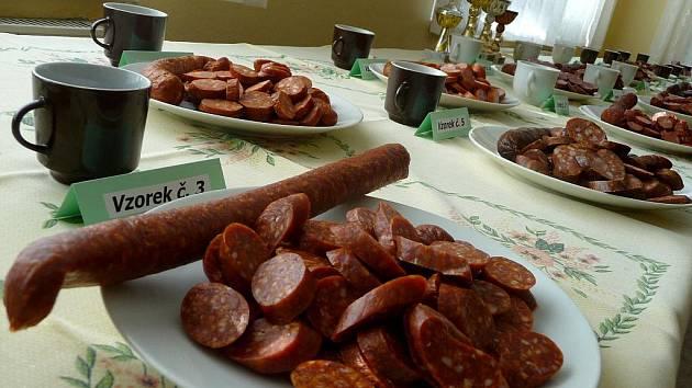 V Břeclavi se konal již šestý ročník Klobáskobraní. Porotci chutnali ze dvaceti druhů klobásek.