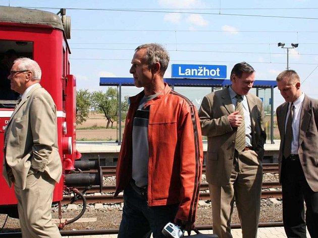 U příležitosti dokončení další části koridoru vyjel včera z Břeclavi do Lanžhota historický vlak.