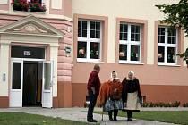 Školní budova v Hlohovci stojí už sto let. Význmané jubileum si Hlohovečtí v neděli připomněli.