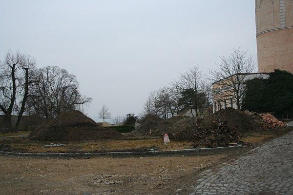 Barokní podobu dostane po úpravách znovu zámecká zahrada vMikulově. Náklady se vyšplhají na zhruba dvacet milionů korun, většinu zaplatí dotace zEvropské unie. Mírná zima umožňuje stavebníkům na místě pracovat už nyní.