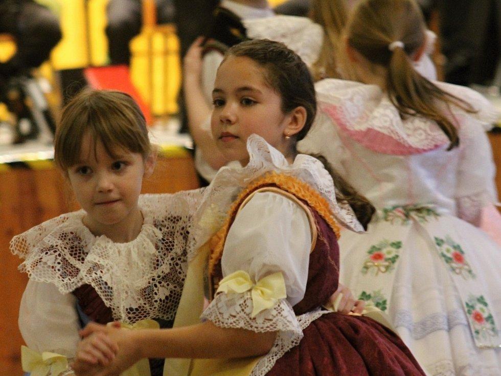 V Hustopečích pořádali pátý dětský krojový ples.