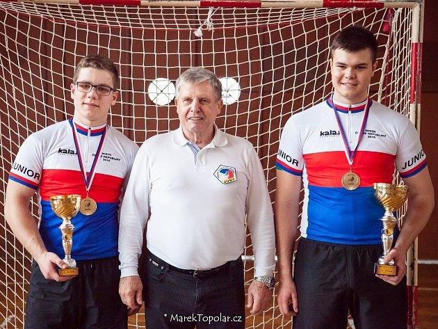 Čerství juniorští mistři republiky v kolové Martin Drabálek (vpravo) a Šimon Urbánek.