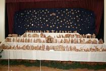 Děti z Masarykovy základní školy v Lanžhotě spolu s vychovatelkami upekly rekordní perníkový betlém.