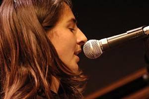 Zpěvačka a klavíristka Wotienke Vermeer.