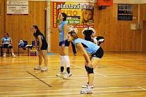 Břeclavská volejbalistka Lenka Fabikovičová (vepředu)