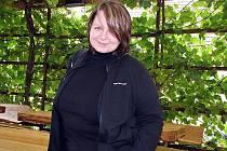 Ludmila Procházková u restaurace v Hustopečích.