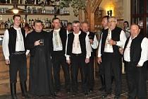 Presúzní sbor s převorem Břevnovského kláštera Prokopem Siostrzonkem.