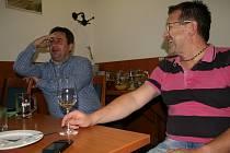 Ve volebním štábu břeclavského sdružení Pro Region v Hotelu Rose vládla v sobotu spíše komorní atmosféra. Navzdory vítězství v komunálních volbách ve městě. Důvodem je čtyři roky stará zkušenost.