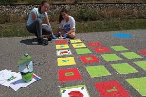 Podobné značky pro děti už nyní mají ve Velkých Pavlovicích. Děti si mohou zaskákat panáka nebo zahrát Twister.