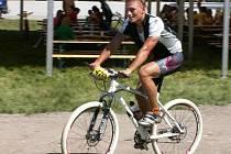 Nadějný veslař Martin Mikýsek nyní sedlá kvůli zranění horské kolo.
